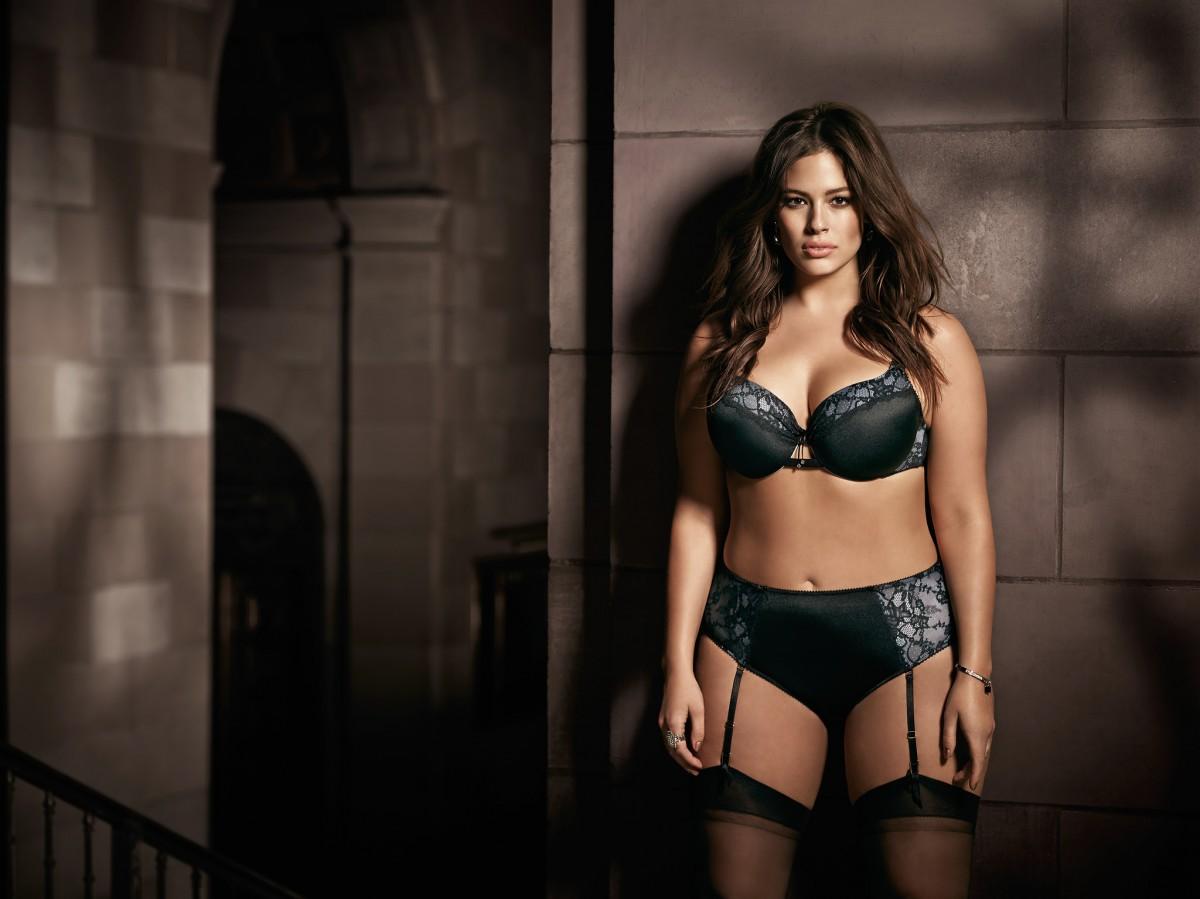 Full figured women pose sexy — 12