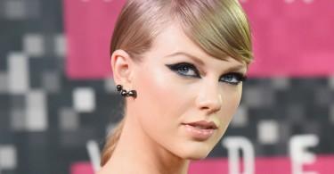 taylor swift vma make up red carpet 2015 black cat eye