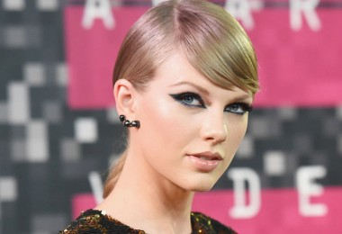 taylor swift vma make up red carpet 2015 black cat eye
