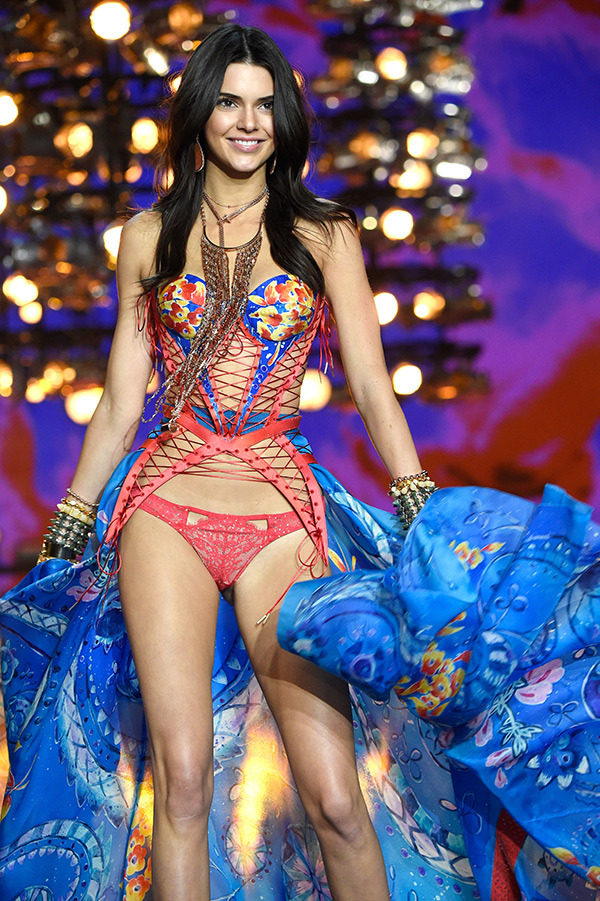 6c948f33a0 Our 11 Favourite Moments from The 2015 Victoria s Secret Fashion ...