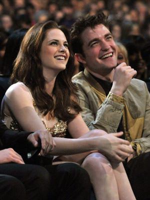 Stewart Kristen and robert pattinson engaged advise to wear for on every day in 2019