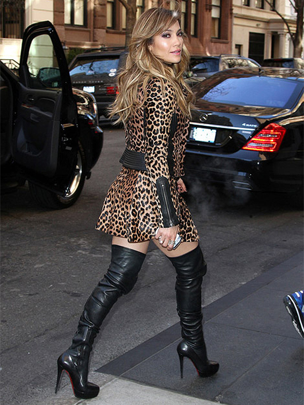 pretty nice b5d1e dd8a6 How to Sport the Thigh-High Boot Trend - 29Secrets