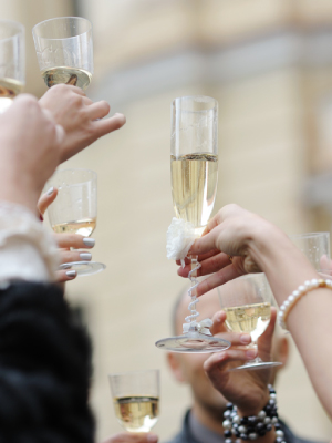 Toast to the bride! How to make a great speech at your